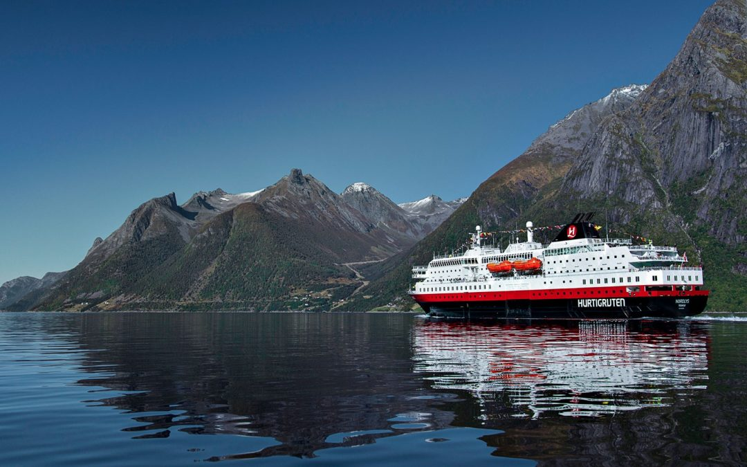 HURTIGRUTEN  / THE WORLD'S MOST BEAUTIFUL SEA JOURNEY